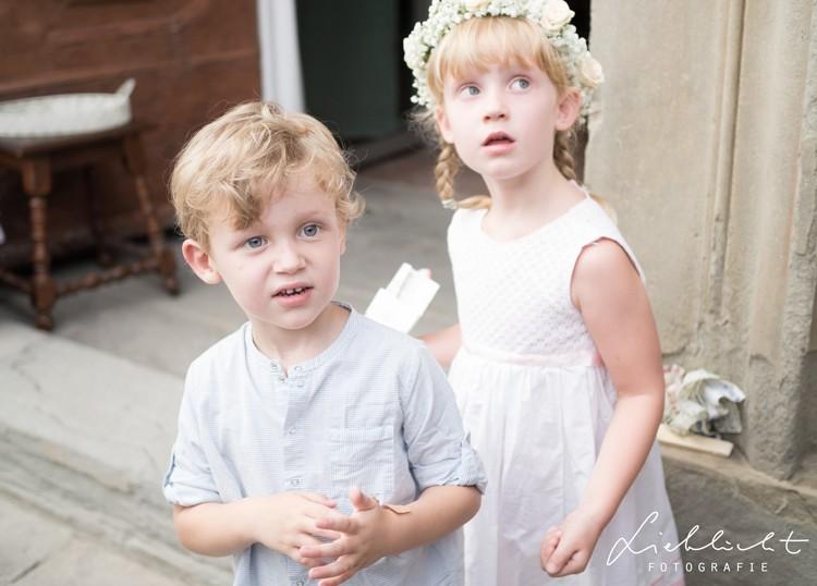 lieblicht-26-hochzeitsreportage-toskana-blumenkinder