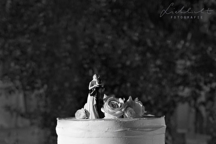 lieblicht-52-hochzeitsreportage-toskana-verliebt-hochzeitstortenfoto