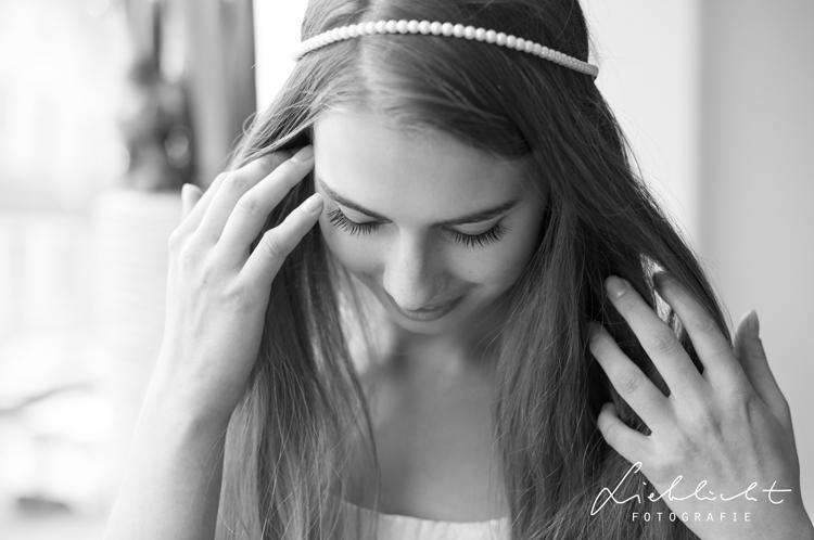 lieblicht-7-fotografie-gettingready-heiraten-sarah-schoenbrunn